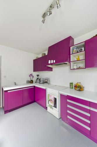 Vuelva a pintar los muebles de su cocina con la pintura de aspecto satinado púrpura GripActiv 'V33 en Leroy Merlin