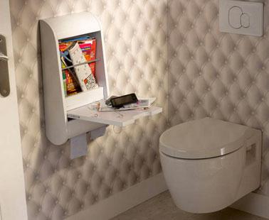 WC Deco con papel pintado trampantojo acolchado.  gabinete de almacenamiento de estilo de escritura