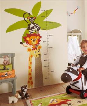 pegatina de animalito y tabla de alturas para la habitación de los niños