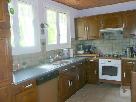 pintar los muebles de una cocina rústica.  Foto antes de la pintura acrílica con acabado satinado.