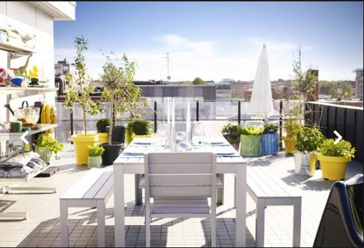 mesa, sillón y bar de jardín de imitación de madera blanca