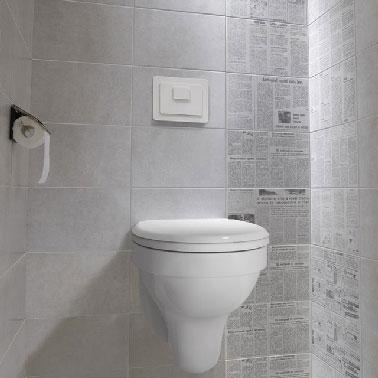 Para los adictos a la lectura en los baños, un divertido azulejo de Castorama como cualquier otro con motivos de extractos de periódicos.  Ref: Loza Nebbia Novedades Decoración Dimensiones: 20 x 40 cm Precio: 14,90 € / m2