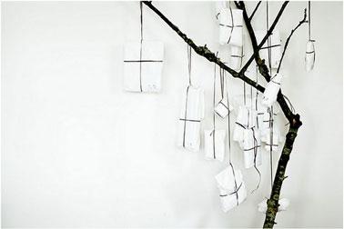 Un árbol de Navidad que hará maravillas en un salón de diseño y muy fácil de hacer tú mismo.