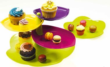 El molde para pasteles Sweety de 3 niveles.  existe en 3 conjuntos de colores: Flora, Blanco / Verde o Negro / Blanco.