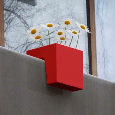 Jardinera de diseño para colgar en balaustrada de balcón, forma cuadrada, color rojo