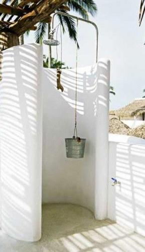 Ducha de jardín de forma redondeada, estilo marinero y rociador clásico.