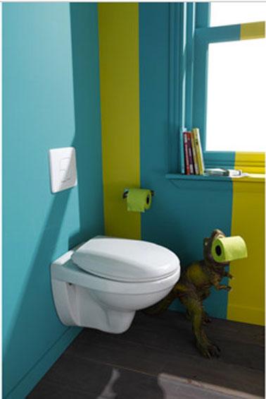 Decoración de inodoro de moda con pintura azul y verde, colores 2013, papel higiénico a juego, inodoro colgante blanco