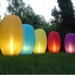Lámpara de jardín amarilla, roja, azul y naranja