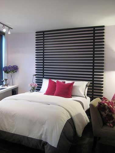 En un dormitorio Zen, una buena idea es realizar un cabecero con lamas de MDF pintadas de negro con un efecto de persiana de madera super decorativa.