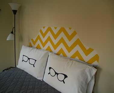 Una idea decorativa para hacer un cabecero con tela.  Después de dar forma cortando la tela, se endurece con almidón para obtener una tensión perfecta.