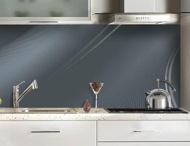 Salpicadero adhesivo en cristal sintético gris antracita, disponible en aluminio.  12 colores para elegir Ref Volute en C Ma Crédence