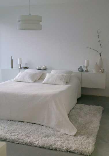 Una alfombra acogedora en un color claro le dará un ambiente acogedor a su habitación.  Elija entre un material grueso y ligero, calienta la habitación.