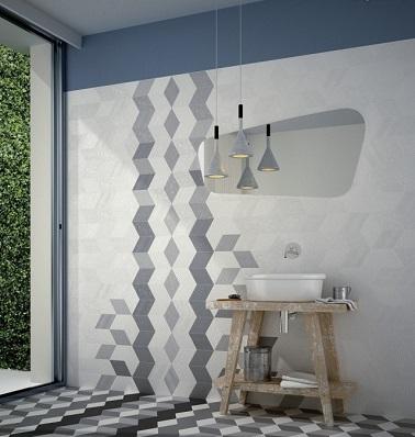 Un alicatado con motivos gráficos, una buena idea para renovar tu baño.  ¡Los colores sobrios y el trampantojo son suficientes para hacer que la pieza sea única!