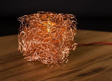 La lámpara de mesa Charabia de Koska es única.  En cualquier lugar del salón o incluso de la casa es tu aliado para una luz zen y suave.