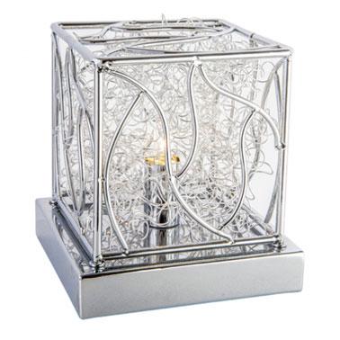 Contemporánea y cautivadora, esta lámpara de mesa de diseño para el dormitorio agregará estilo a su mesita de noche.