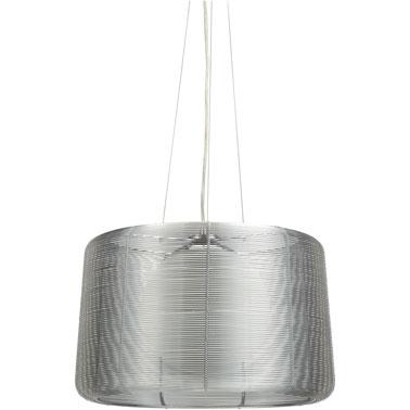 Esta lámpara de diseño para colgar en el dormitorio.  Metal y vidrio