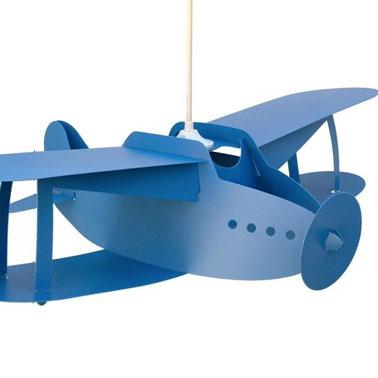 Con esta lámpara colgante de diseño para la habitación de los niños, los niños pequeños seguramente querrán volar, ¡y las niñas también!  Colgar del techo es un toque extra de ensueño en el mundo de los niños.