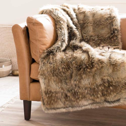 Esta tela escocesa imita el aspecto de la cálida piel de animal de piel sintética.