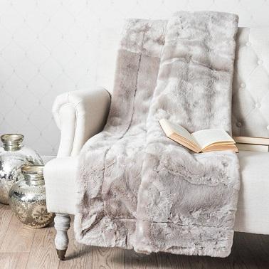 Tela escocesa gris efecto piel sintética para añadir calidez a la decoración.