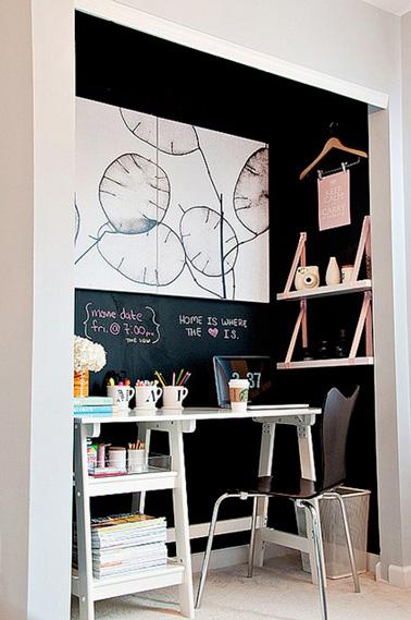 ¡Otra idea inteligente para maximizar el espacio y crear un espacio de oficina original!  Convierte un antiguo armario en una oficina y personalízalo según tus gustos con decoración reciclada.  ¡Efecto garantizado!