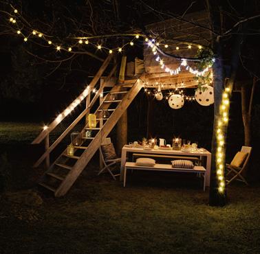 Bonitas guirnaldas para decorar la cabaña del jardín para un ambiente iluminado y festivo en las noches de verano y admirar las estrellas en familia.