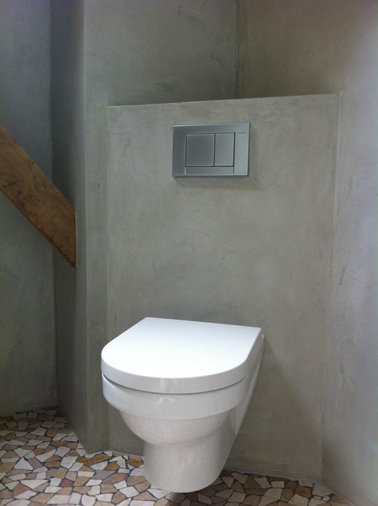 Yeso gris efecto cemento para decoración de baño Zen.