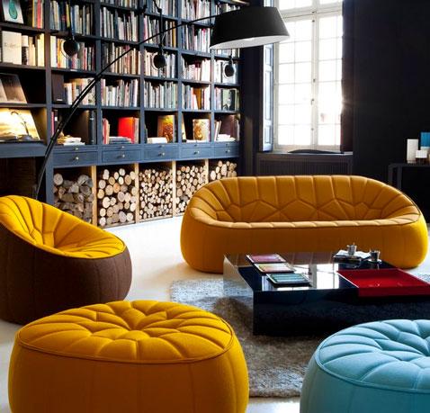 Sofá de tela naranja o azul celeste, sillón Lou a juego y otomana en Cinna