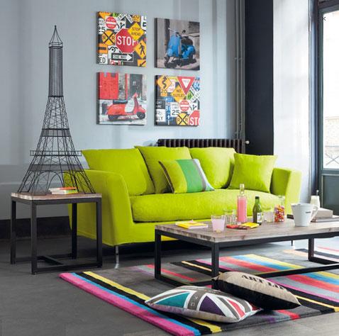 Sofá de 3 plazas de tela verde anís, modelo Dublin en Maison du Monde, disponible en color taupe