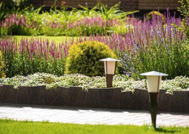 ¡Efecto natural para delimitar el camino del jardín o un macizo de flores en el exterior gracias a un borde decorativo de imitación de madera ultra elegante!