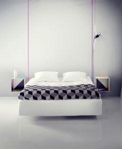 Bricolaje para hacer mesitas de noche modernas con cajones de madera y dar el efecto de una cama suspendida con cuerdas de colores