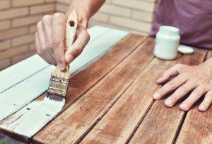 pintar mueble de jardín