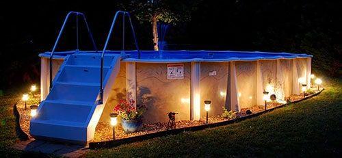 piscina rectangular con diseño elegante
