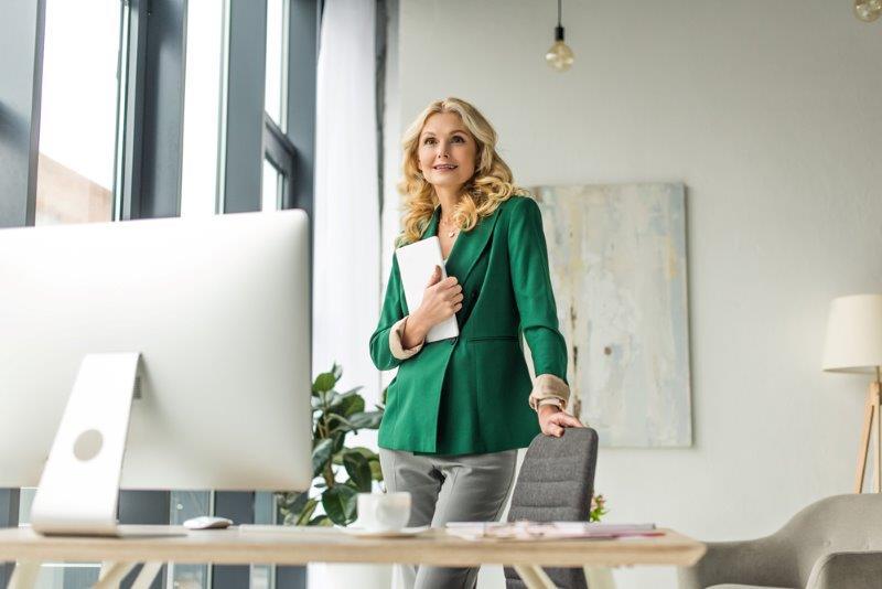 Arquitecto femenino en el trabajo