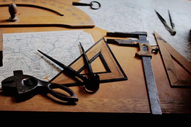 Planos y herramientas de construcción