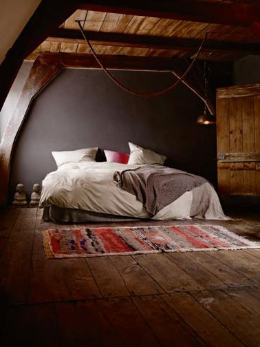 Un ambiente envolvente en este hermoso dormitorio principal equipado en el ático.  Una habitación con una decoración ultra Zen, ideal para relajarse y descansar en paz.