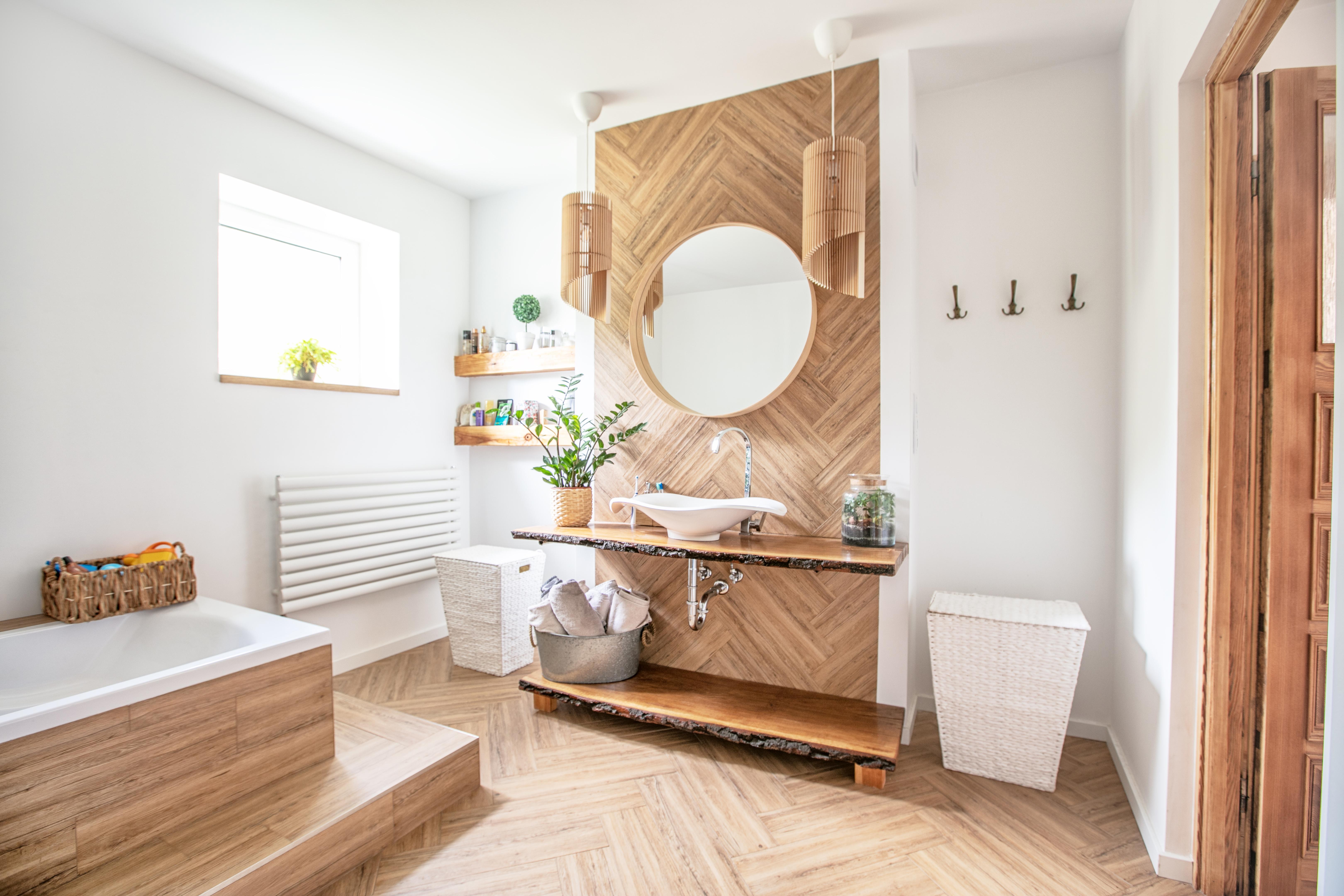 Piso de madera del baño