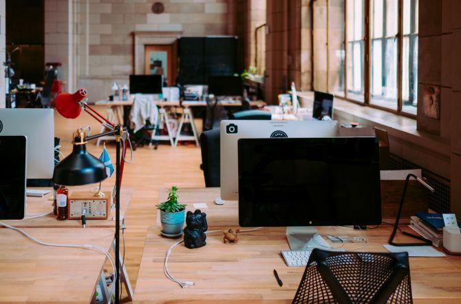 Instalaciones de oficina de concepto abierto