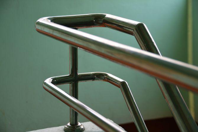 barandilla de escalera de metal_Cita de renovación