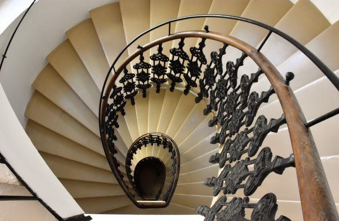 barandilla de escalera de hierro forjado_Cita de renovación