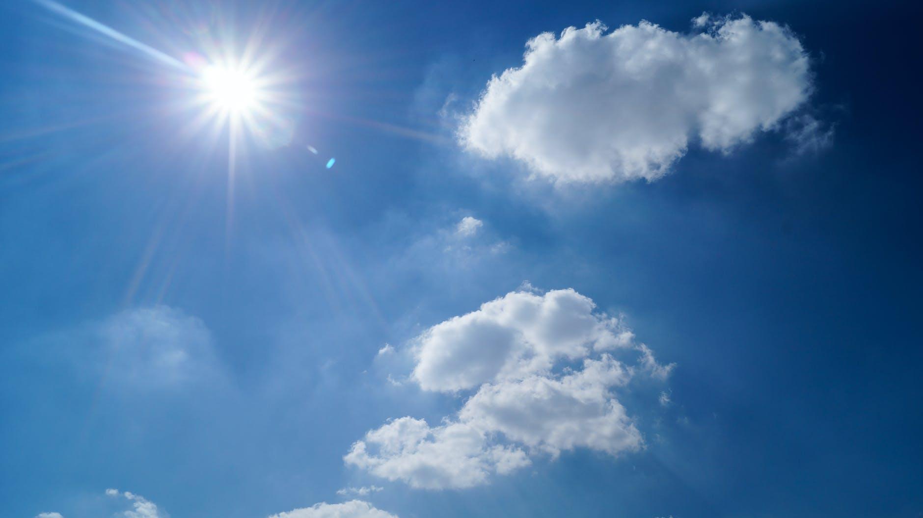 cielo con sol y nube_Cita de renovación