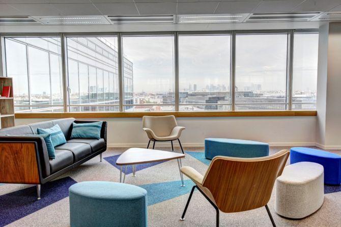 Sala de estar de oficina de concepto abierto