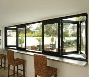 ¿Qué es una ventana corredera plegable?