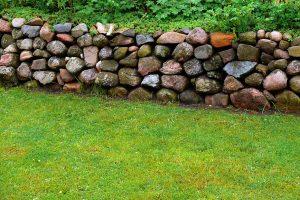 ¿Cómo construir un muro de piedra?