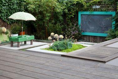 Un jardín zen no necesita mucho espacio para expresarse: un seto de bambú, grava y arena blanca te llevan rápidamente a la época japonesa.