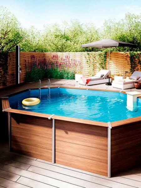 jardín con piscina desmontable
