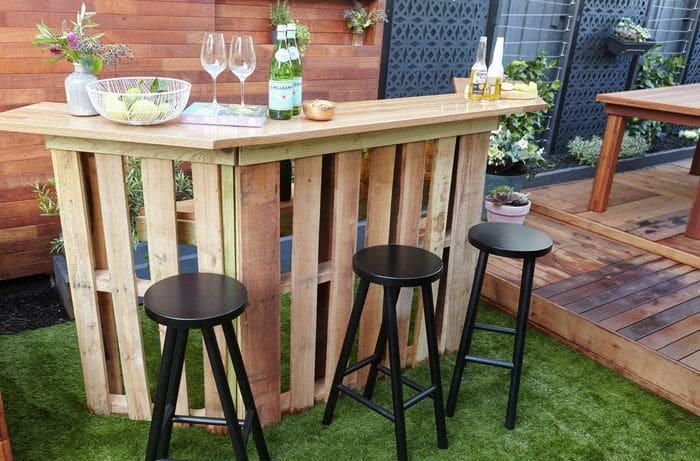 Barra de bar con palet de madera fácil de hacer
