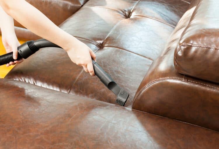 Mantener adecuadamente un sofá de cuero