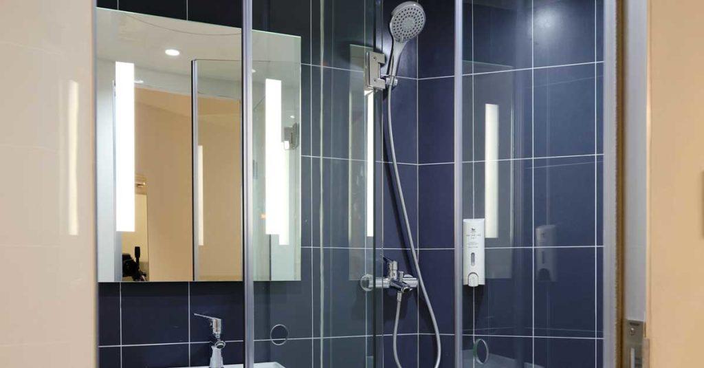 cómo elegir una torre de panel de ducha