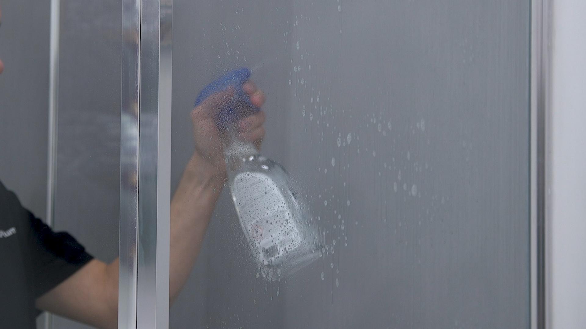 Mampara de ducha limpia